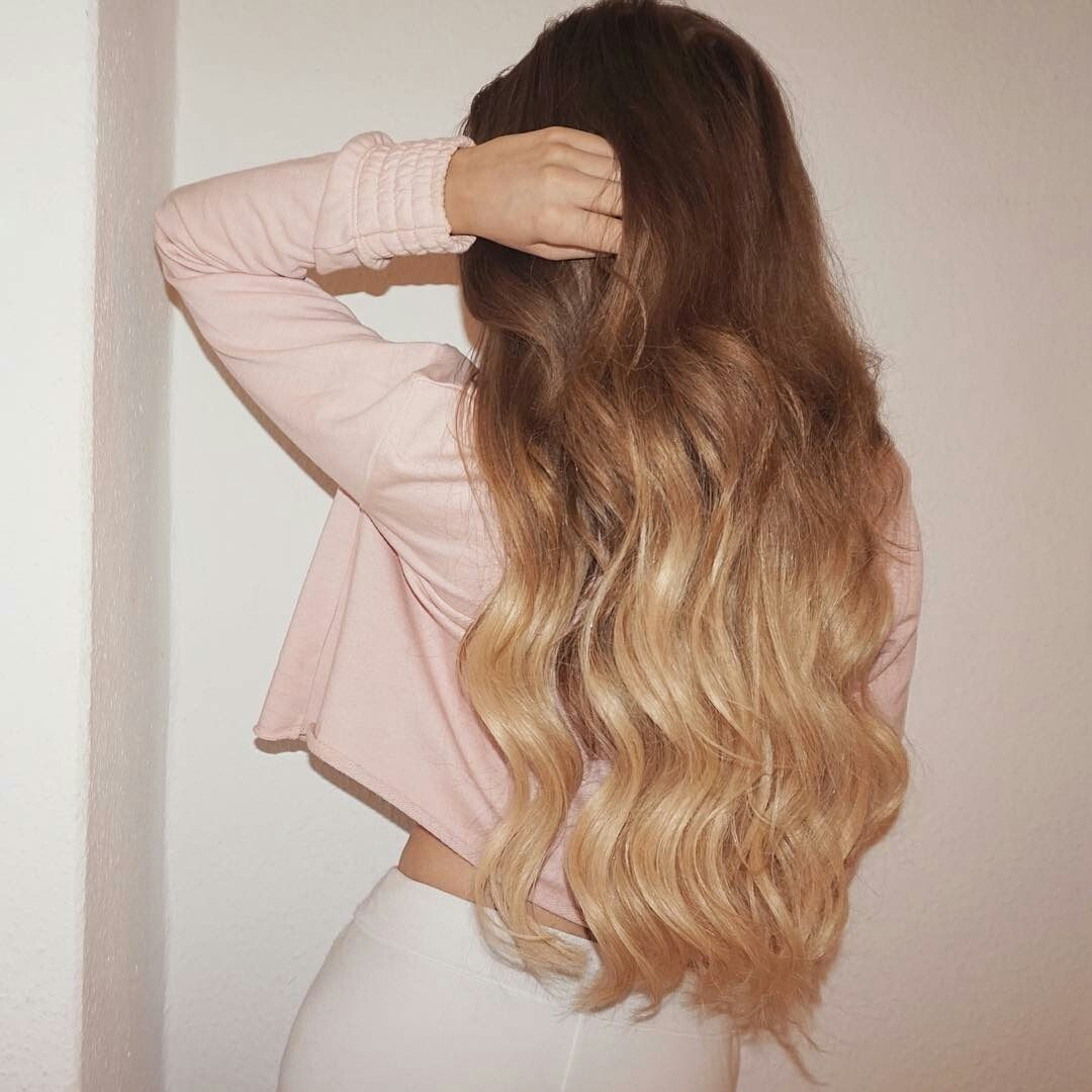 Altın Sarısı ve Kahverengi Dalgalı Saçlar- Dolgun Saçlar İçin Model Fikirleri