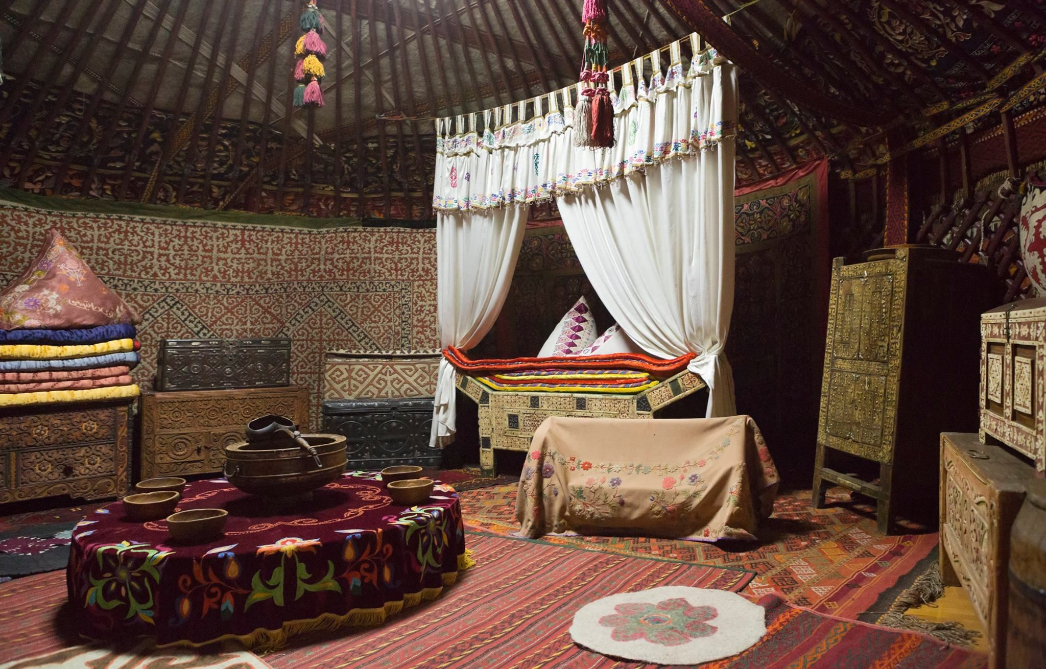 Kırgız ve Kazaklar'ın ortak kültürü boz üy (çadır) içi