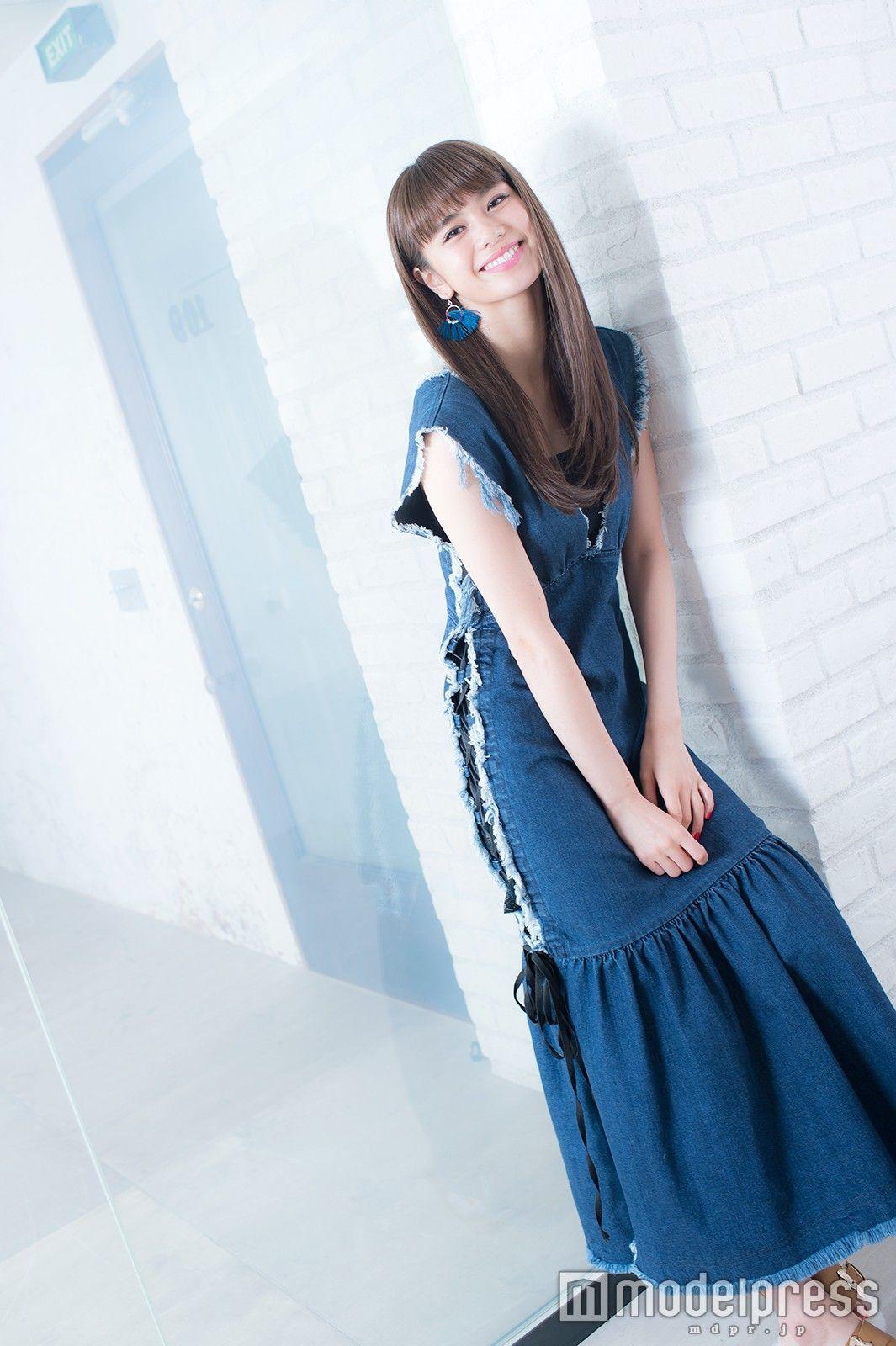 佐藤晴美の青いワンピース