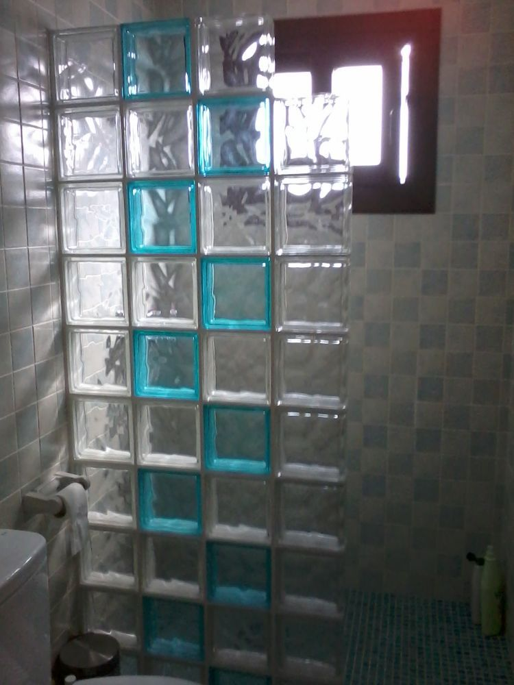 Resultado de imagen para ladrillos de vidrio en ba os para el hogar pinterest ladrillos de - Bloques de vidrio para bano ...