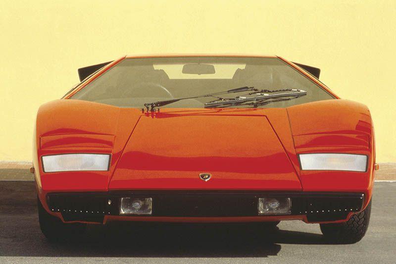 Ferrari Unveils A Surprise One Off Supercar Which Nostalgically Nods To 70s And 90s Car Design New Ferrari Super Cars Sports Cars