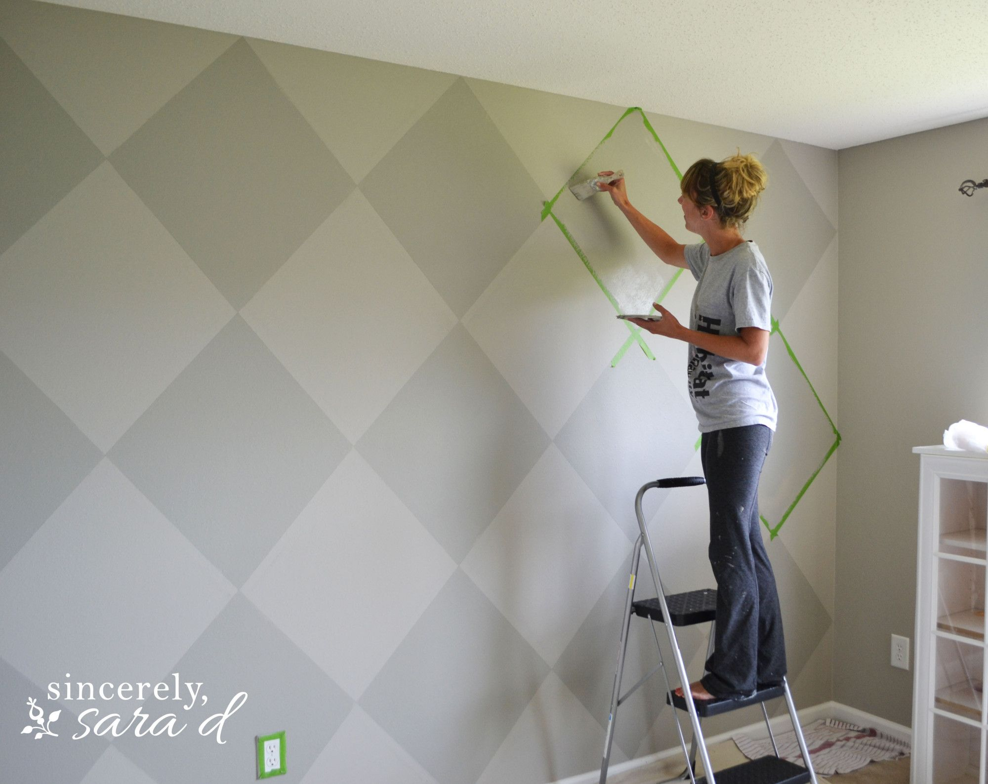 Argyle painted wall argyle wall paint walls and walls for How to paint a wall yourself