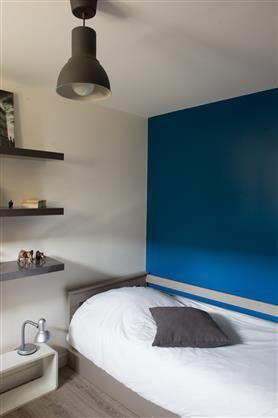 Mur bleu dans la chambre d'ado | Idée déco appartement, Déco bleue, Deco appartement