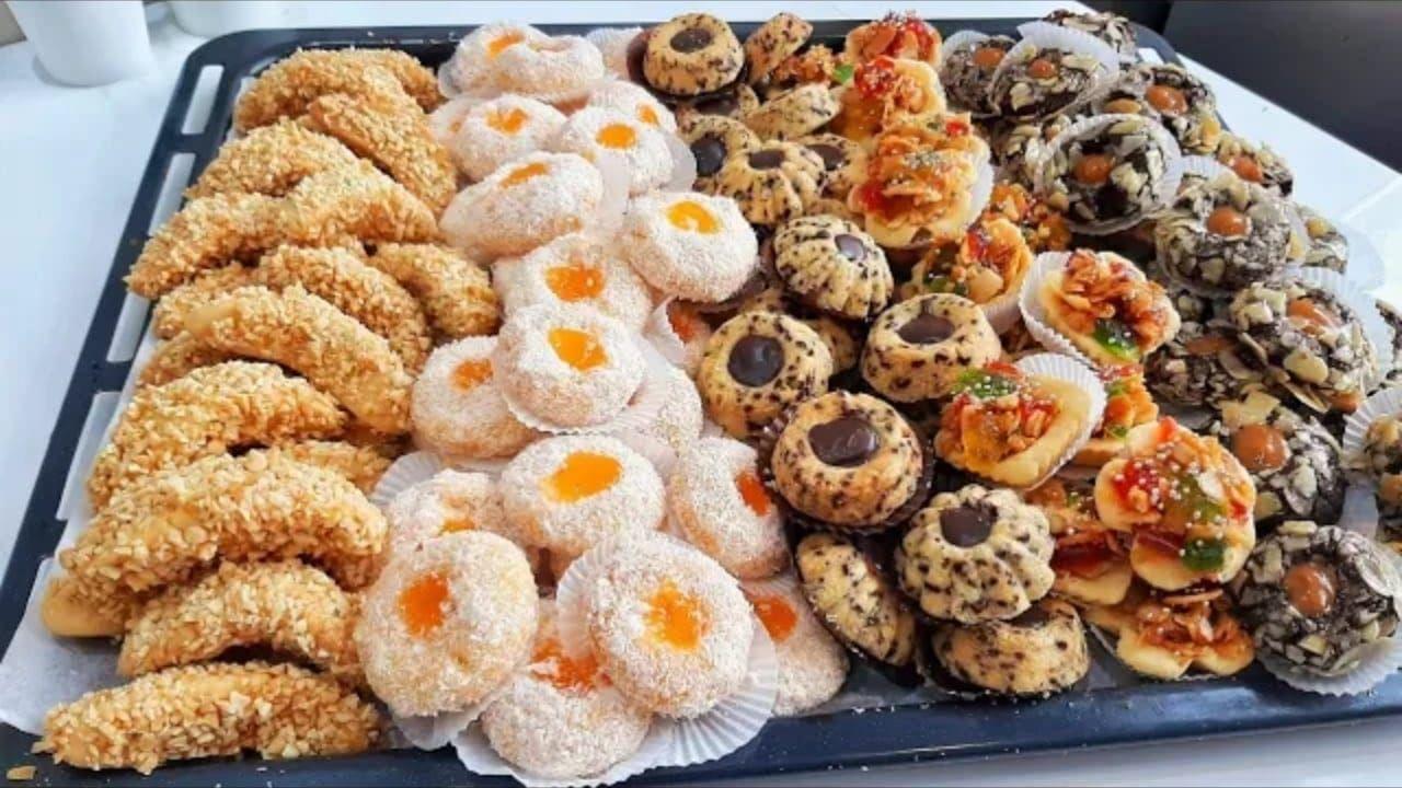 عجينة الزبدة والنشا تخرج 5 أشكال حلويات بتزيين متنوع Food Breakfast Cookies