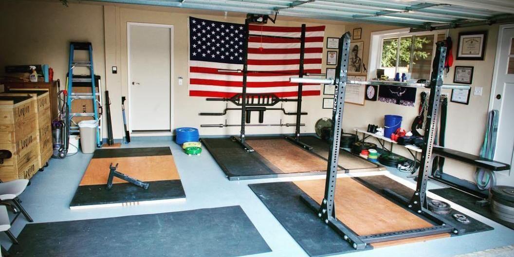 Diy outdoor weightlifting platform and rack backyard gym at