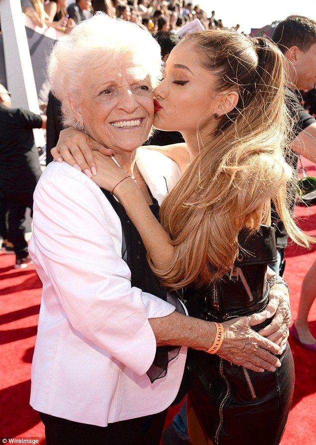 Ariana Grande dating historia