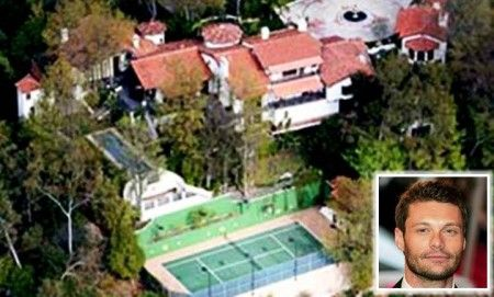 5. Ryan Seacrest - With over ten years of proven experience in hosting one of America's most popular talent shows, it only goes to say you must have the house to go along with it. In fact, Ryan Seacrest owns this quaint yet rambling house on the hills of Hollywood that is called as Casa di Pace or the House of Peace. Measuring 10,000 square feet, it comes with five bedrooms, billiard rooms and a tennis court. Plus, it comes with a spa and a gym!