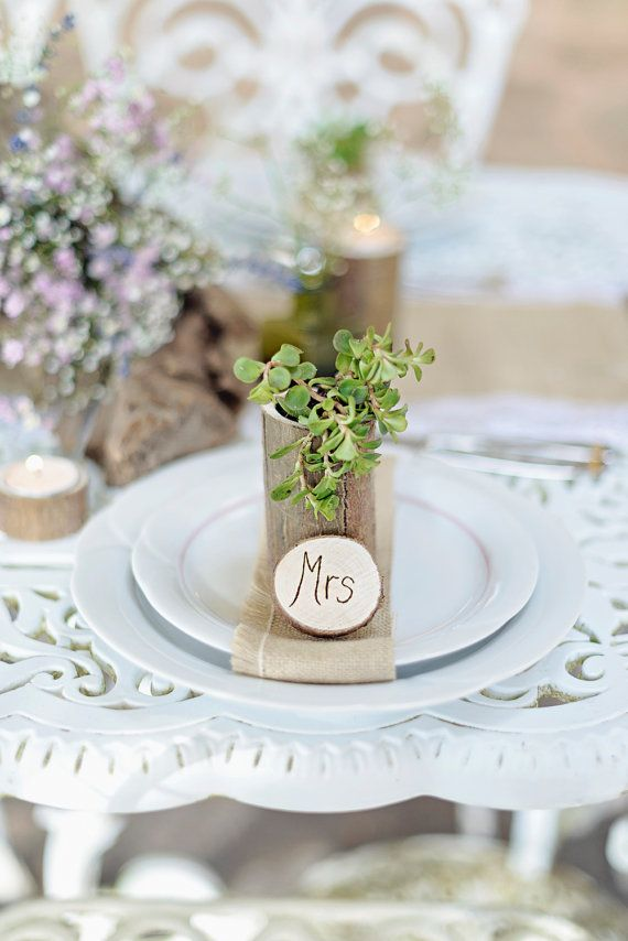 Nomi di luogo in legno di WeddingCreationsUK su Etsy