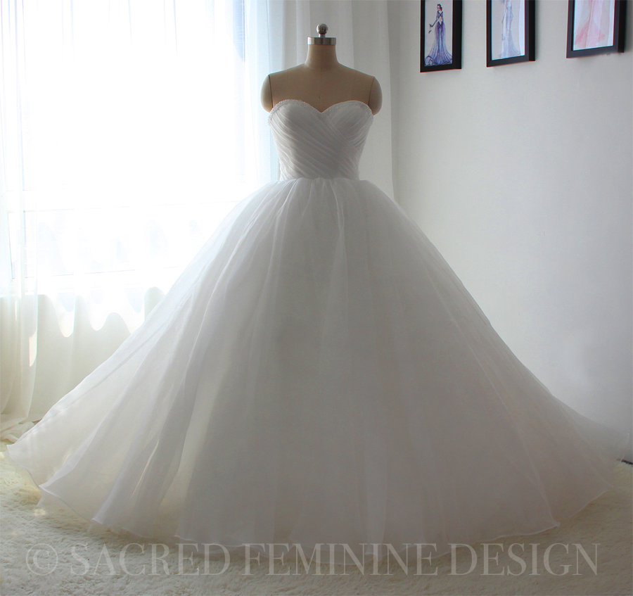 Ball Gown Princess Wedding Dress with \'puffy\' tulle skirt and folded ...
