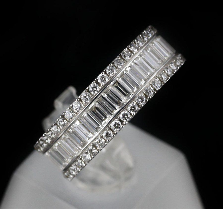 Mappin   Webb 18K White Gold 2.58 cts G VS1 Baguette   Brilliant ... f2d1dd913a7