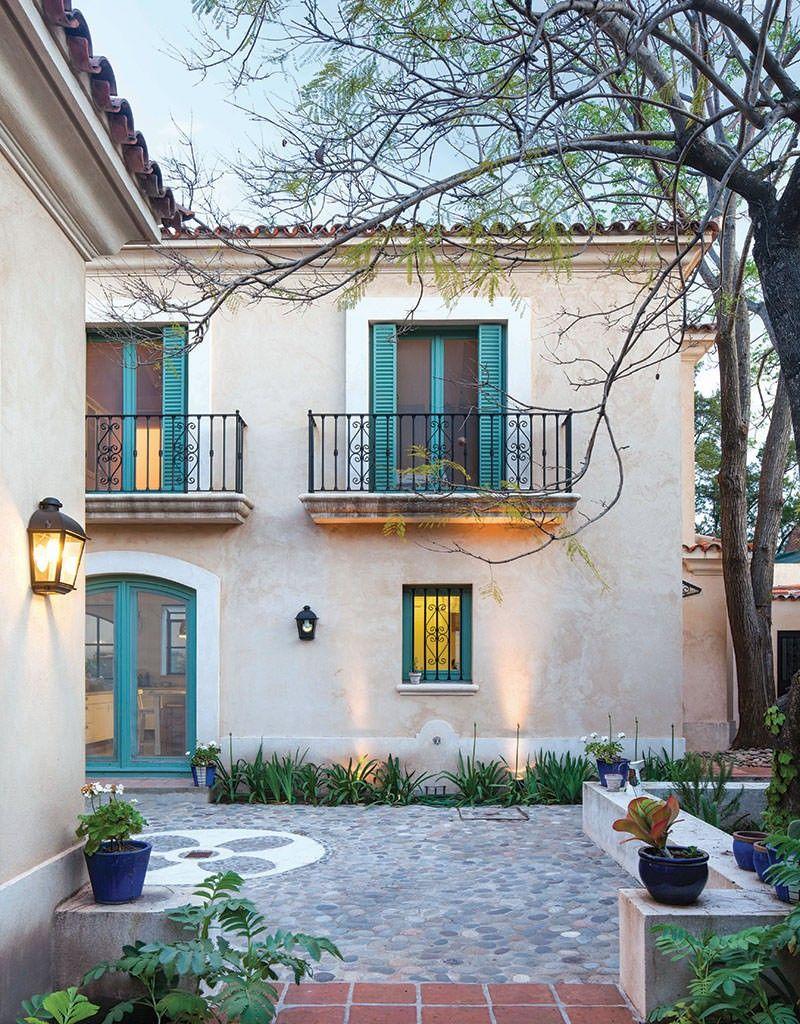 Un patio interior detalles arquitectonicos casas for Fachadas de casas interiores