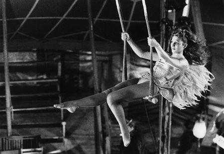 """Marion la trapezista de """"Il cielo sopra Berlino"""" di Wim Wenders"""