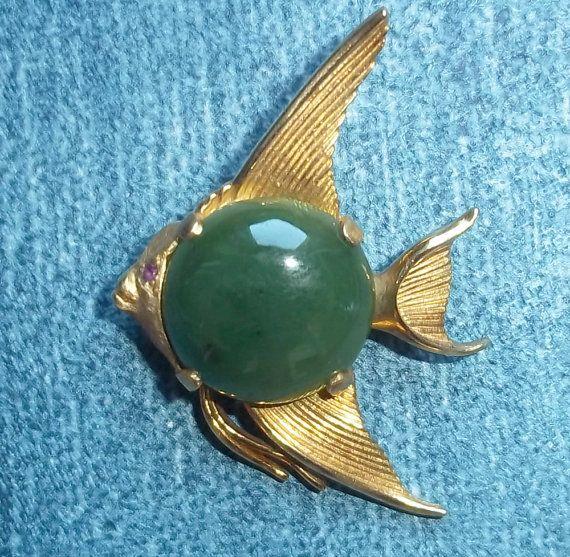 Vintage Angelfish Jade Cabachon and Goldtone Metal Pin