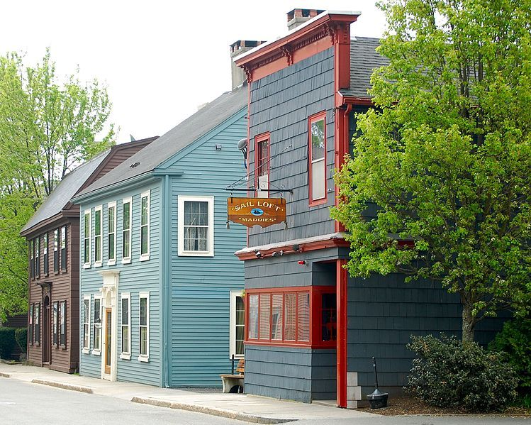 well preserved new england wooden colonial houses in historic