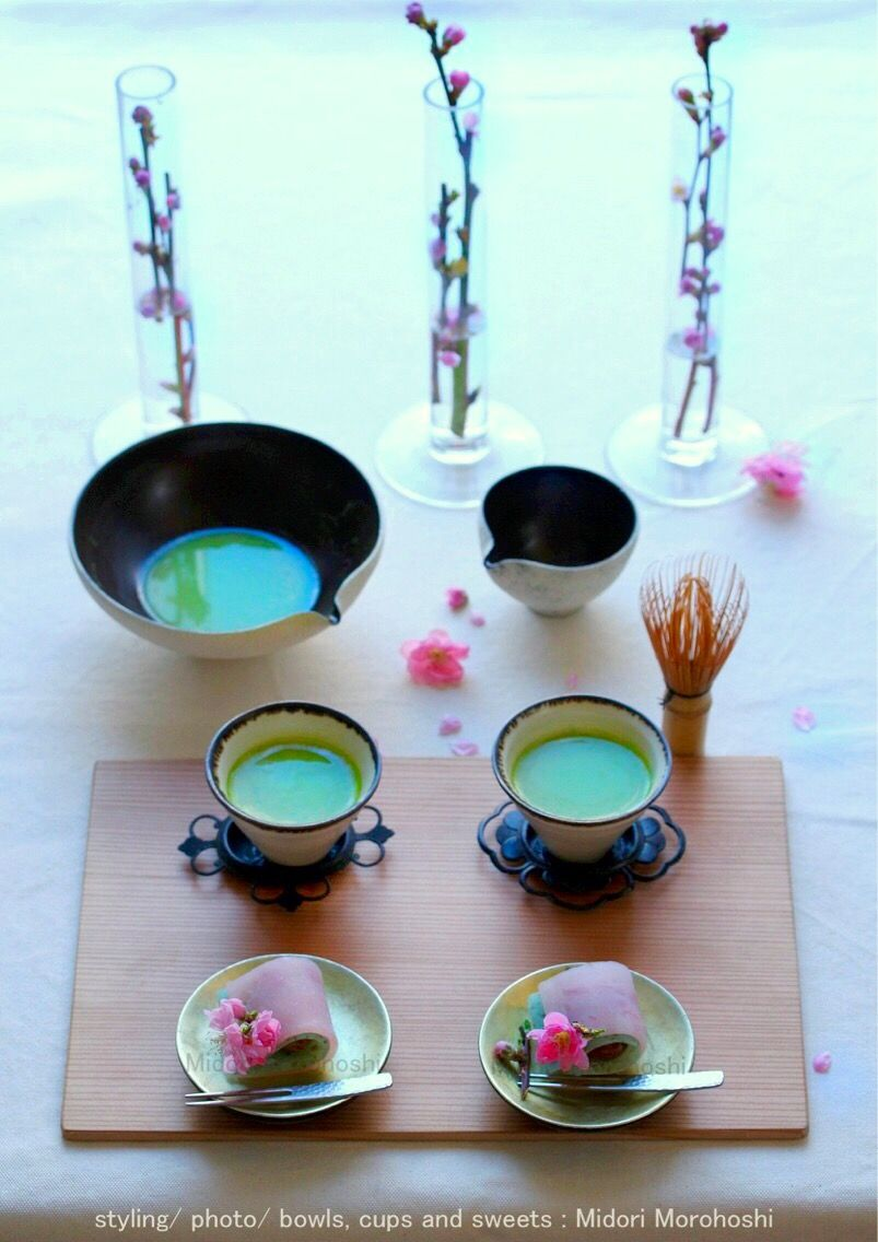 和菓子【春の丘(蓬の外郎)~外郎Uiroua】The flower forecast for cherry tree was announced, and finally spring has come. I cooked the sweets  which expressed the scenery of changing into spring. Flavor of refreshing mugwort fit various tea and liquor well.  ✳︎Midori Morohoshi http://instagram.com/MidoriMorohoshi/
