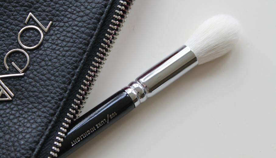 Zoeva 105 Luxe Highlight brush Highlighter brush, Makeup