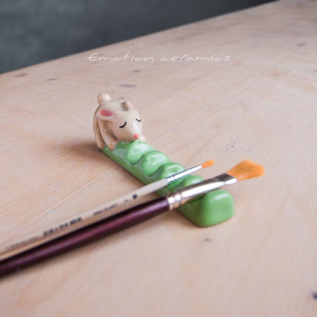White bunny colorizes ceramic brush rest. Paintbru