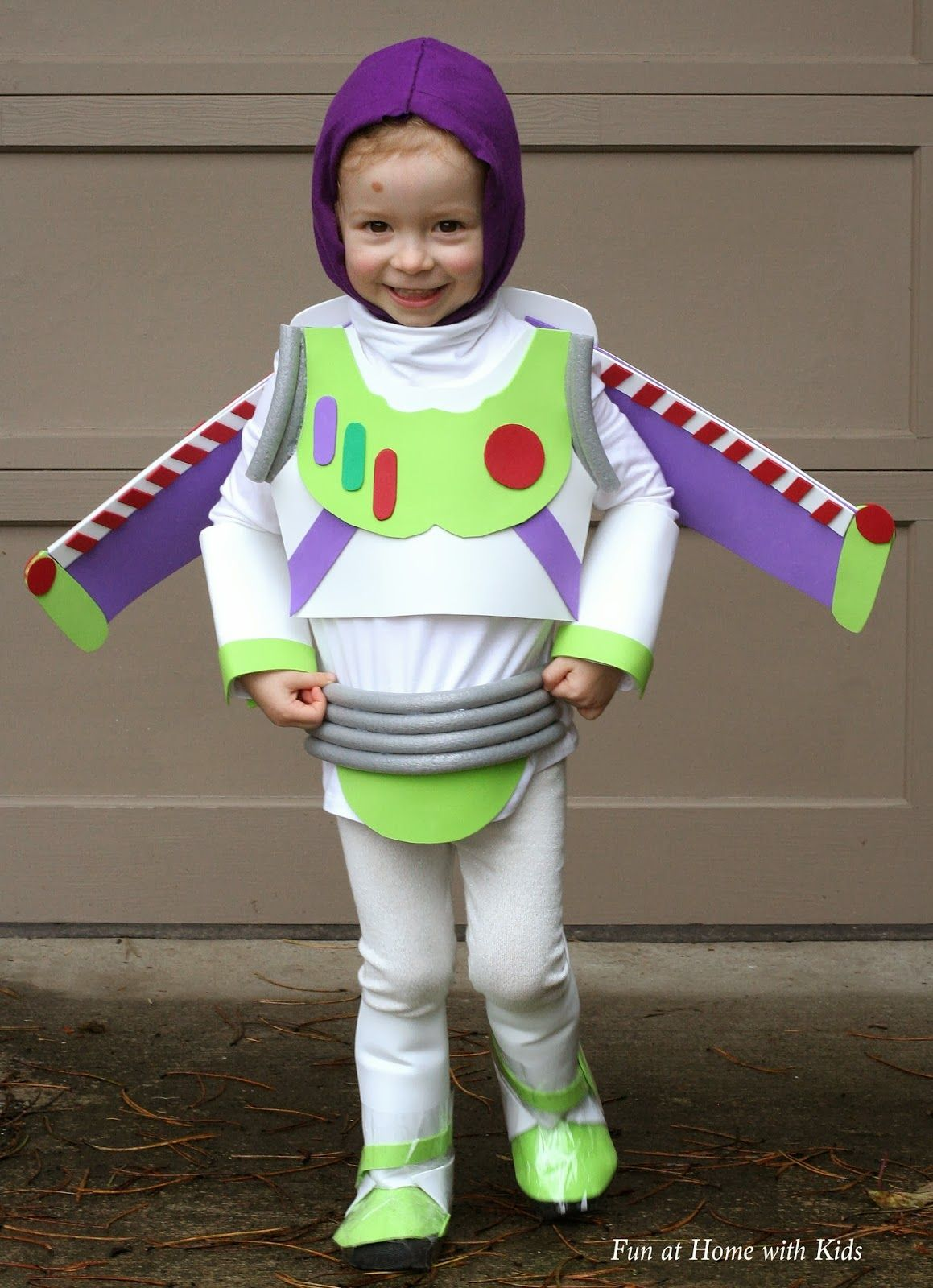 DIY Kids Buzz Lightyear No Sew Halloween Costume from Fun at Home with Kids  sc 1 st  Pinterest & DIY Kids Buzz Lightyear No Sew Halloween Costume | Pinterest | Buzz ...