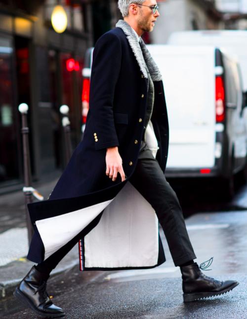 金ボタンのボア襟ネイビーロングコート 黒パンツ 黒レースアップブーツ メンズファッションスナップ フリーク 着こなしno 132862 メンズファッション 秋冬 ファッション メンズ メンズファッションスタイル