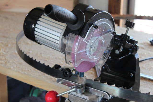Sawmill blade grinder