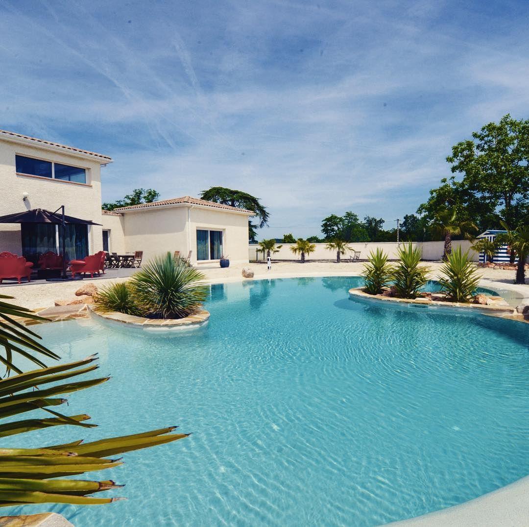Celui Ci Est De Lu0027Arlequin Noir/blanc Donnant Le Caractère Du0027une Pierre  Naturelle ! #diffazur #pool #bleu #mineral #instadaily #instalikes  #happydays ...