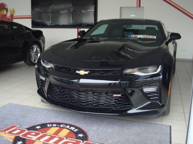 Nice Neue Challenger und die ersten 2016er Camaros im Bestand