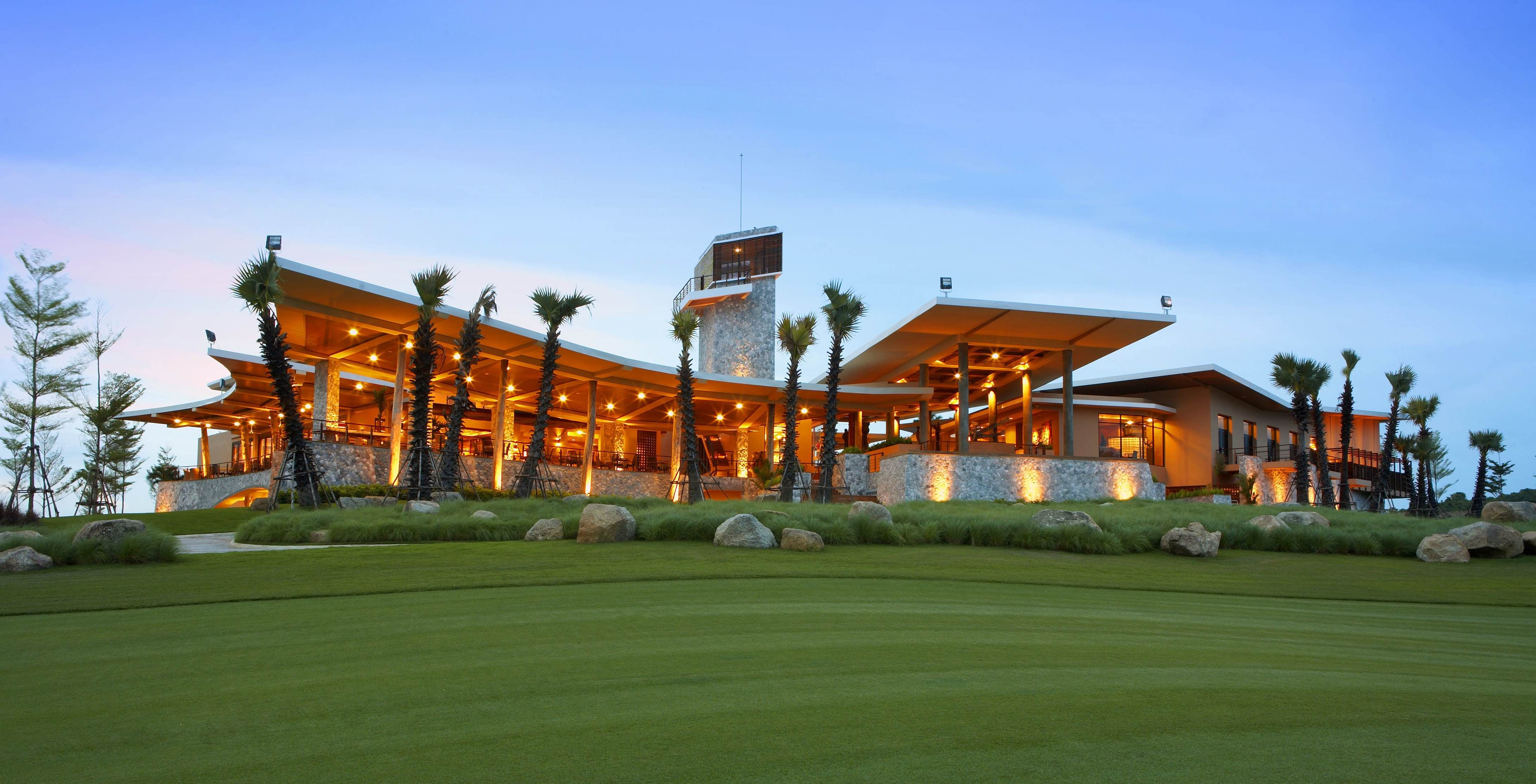 Golf clubhouse mini capstone clubhouse pinterest for Golf course home plans
