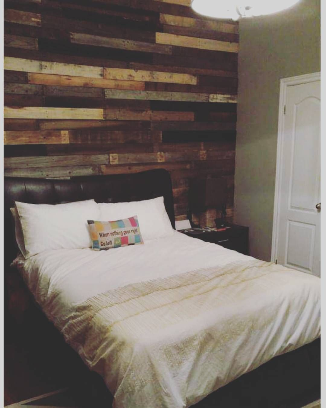 Diagonal Wood Pallet Accent Wall: Reclaimed Pallet Wood Accent Wall. Love The Variation In