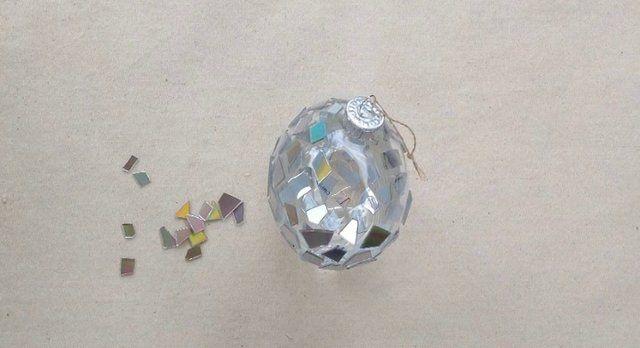 Video Tutorial: Make Christmas Ornaments from Broken CDs