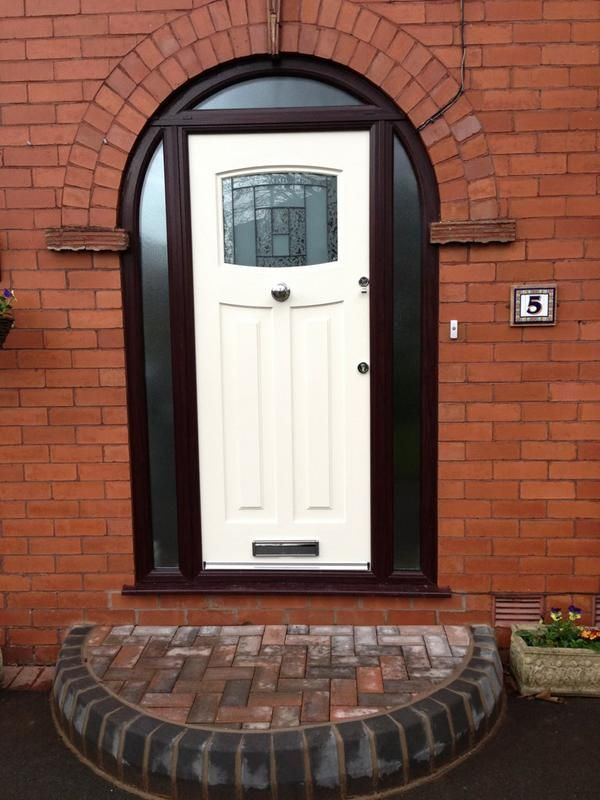 Rosewood Frame With Cream 1930u0027s Style Front Door   Agh, More Filled In  Arch, But The Colour Isnu0027t Sitting Right