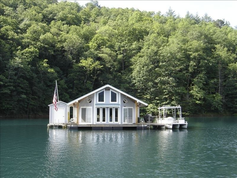 floating lakehouse on lake fontana 2 bedrooms 2 queen size beds in