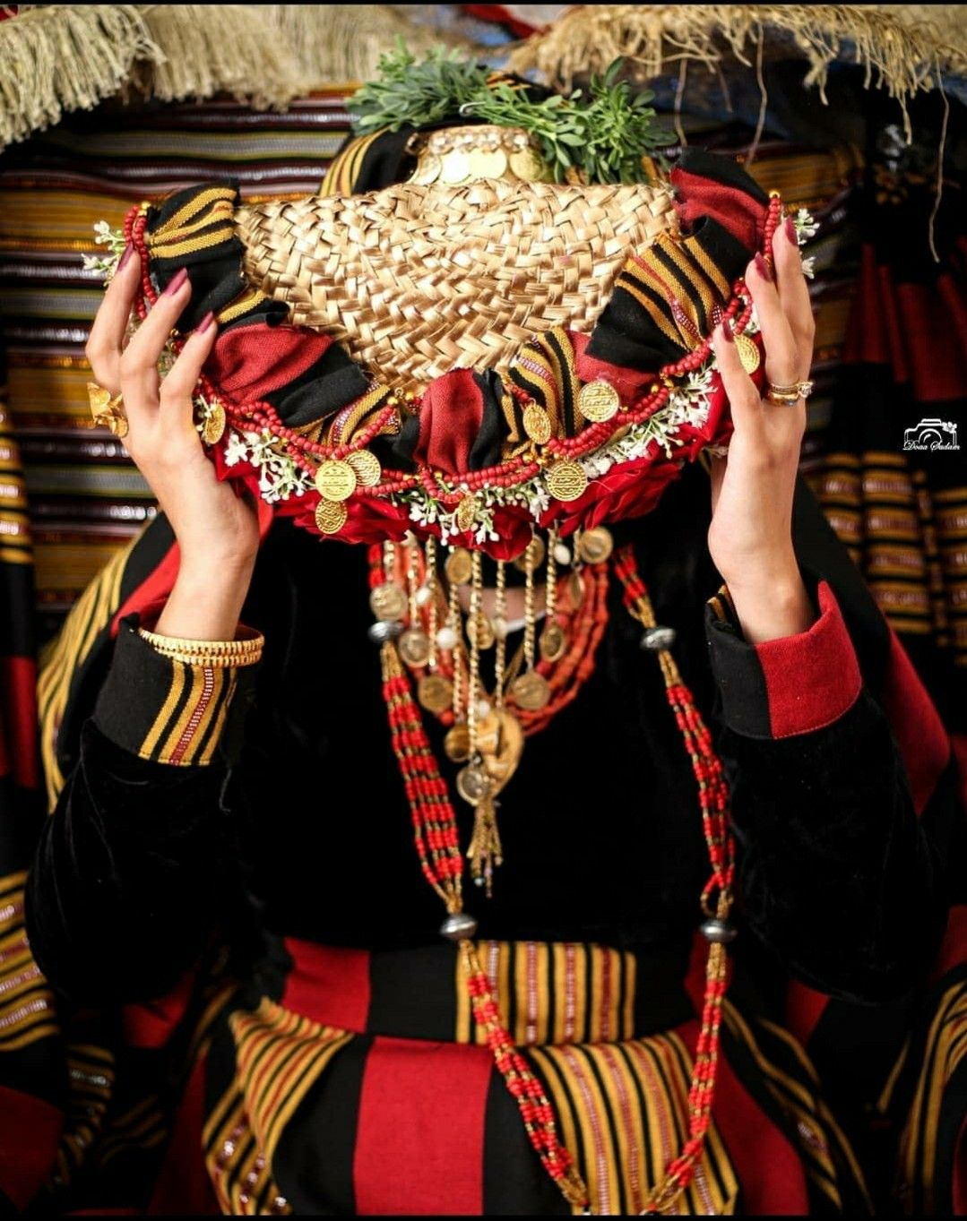 Pin By Amira On Yemeni Yemen Women Simple Bridal Jewelry Afghani Clothes