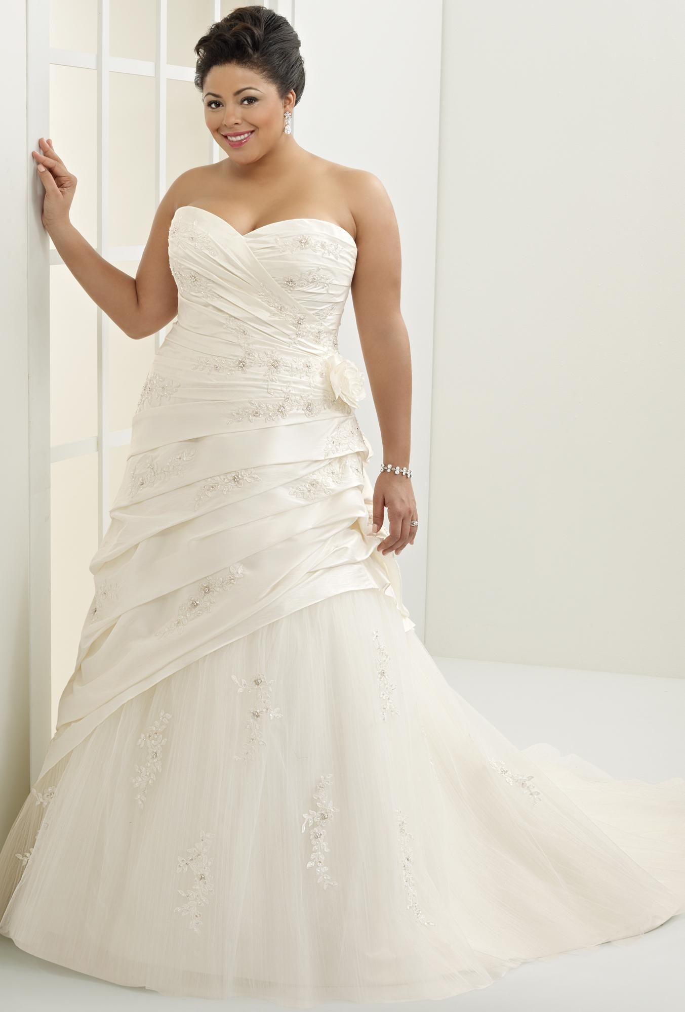 17 Best images about Wedding dresses plus on Pinterest | Plus size ...