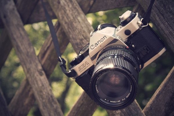100 Beautiful Vintage Camera Photographs with links to each camera