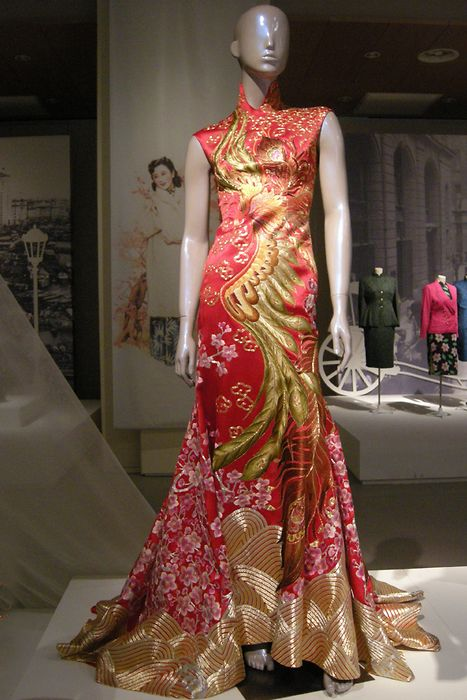 b17945f63 Guo Pei, Phoenix embroidered cheongsam, 2012 | Fashion | Fashion ...