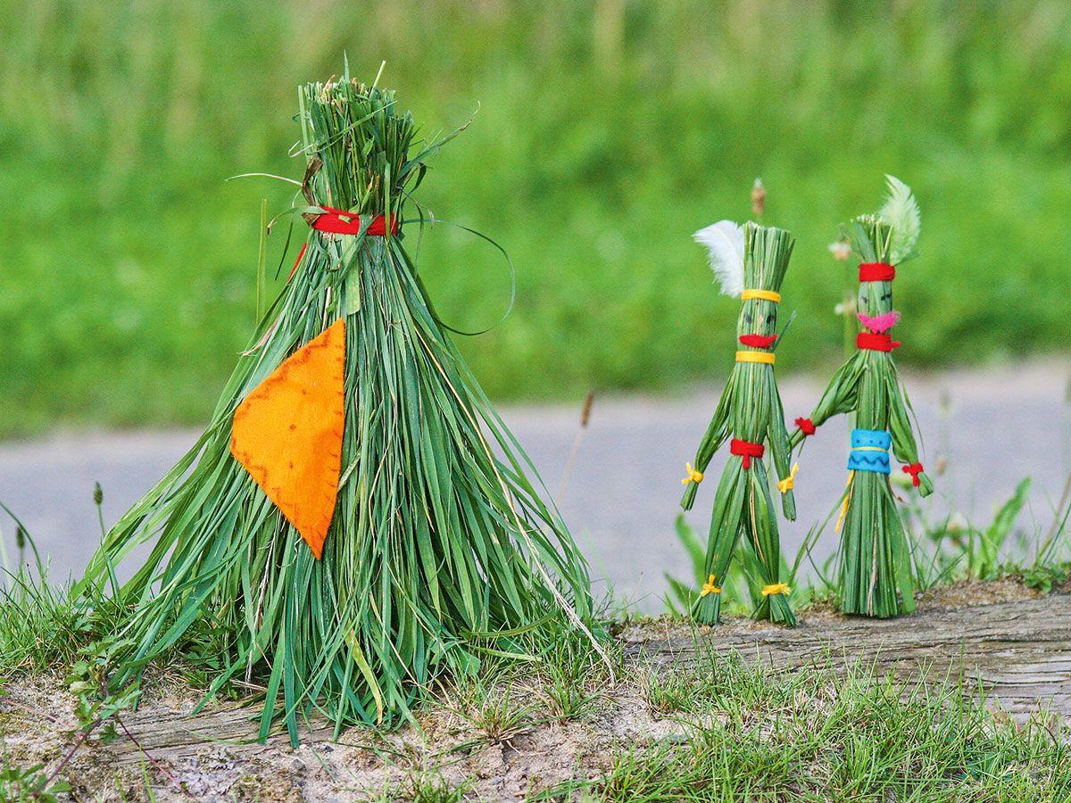 Die Indianer Aus Gras Sollten Sie Mit Ihrem Kind Basteln Bevor Sie Den Rasen Mahen Denn Sie Brauchen Fur Die Figure Basteln Basteln Mit Kindern Rosen Basteln