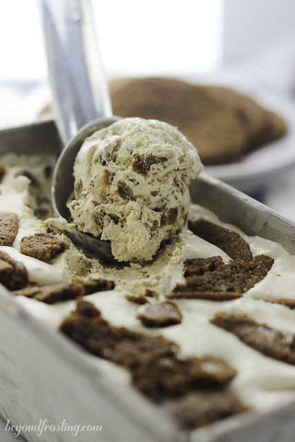 No-Churn Molasses (Gingerbread) Cookie Ice Cream #easyhomemadeicecream