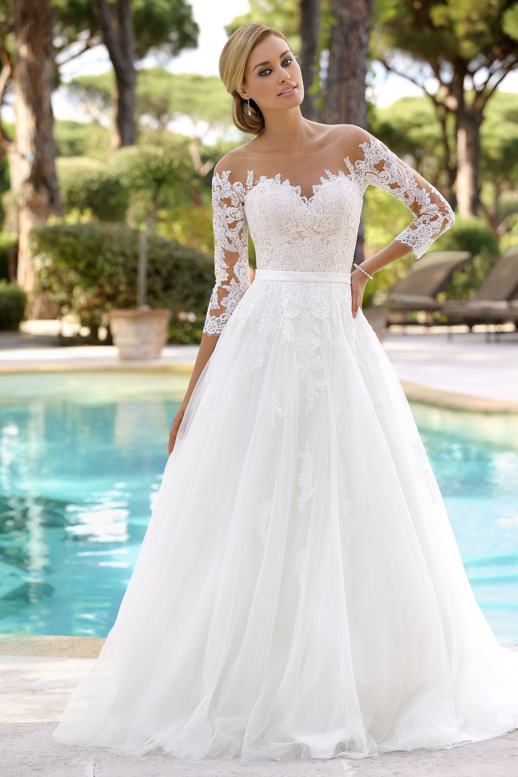 Ladybird Wedding Dress wwwladybirdnl  Bruidsmode  Trouwjurken  Bruidsjurken  Bridal Gowns