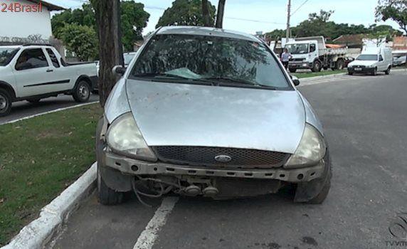 Bandidos roubam carro de família e promovem onda de assaltos em Vila Velha