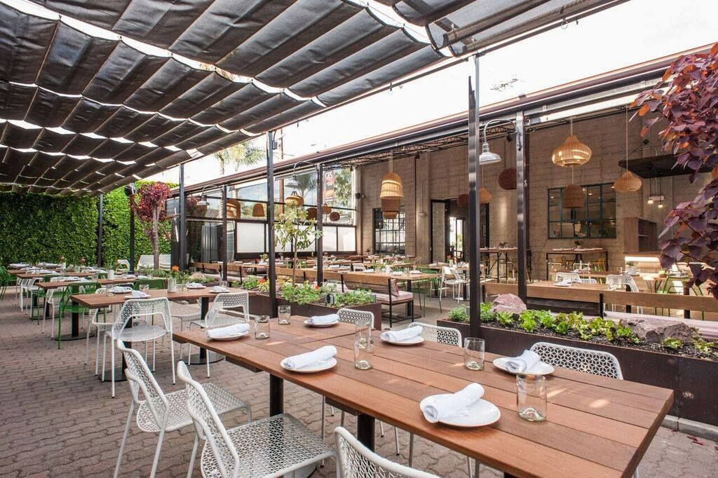 Kid Friendly Outdoor Dining Spots In Los Angeles Outdoor Cafe California Restaurants Los Angeles Restaurants