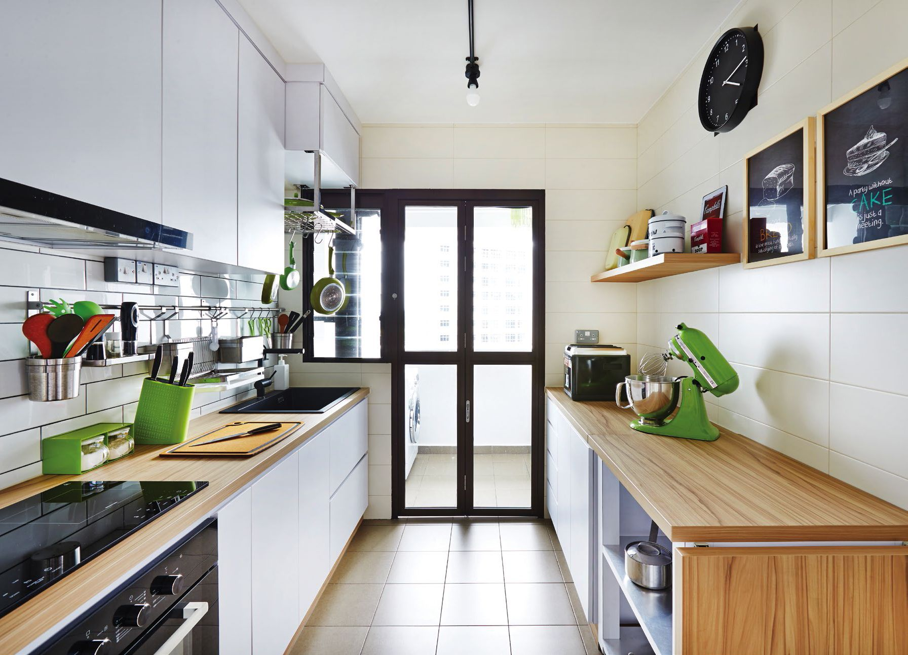 Nice bright kitchen. Note: important to be very bright for cooking ...