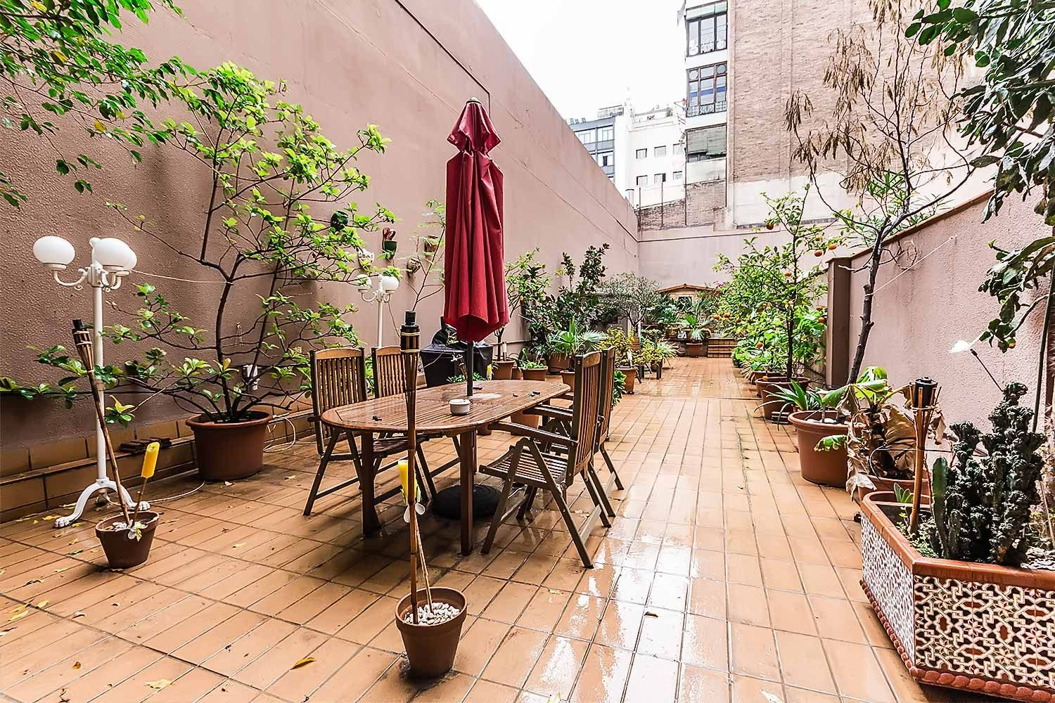 Fabulous aparment at Barcelona center. Make your own