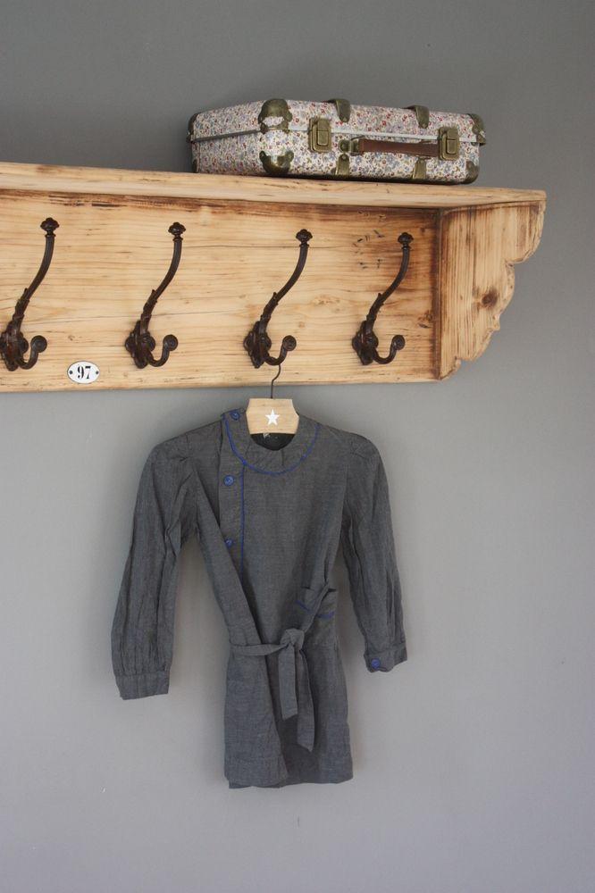 magnifique vestiaire ancien en bois blond provenant de l. Black Bedroom Furniture Sets. Home Design Ideas