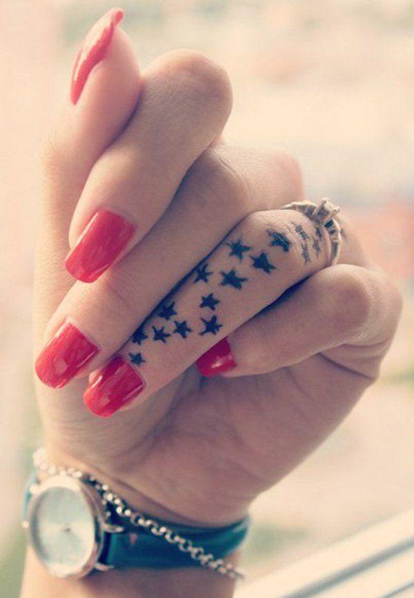 idée de tatouage étoiles sur le doigt | tatouage femme doigt