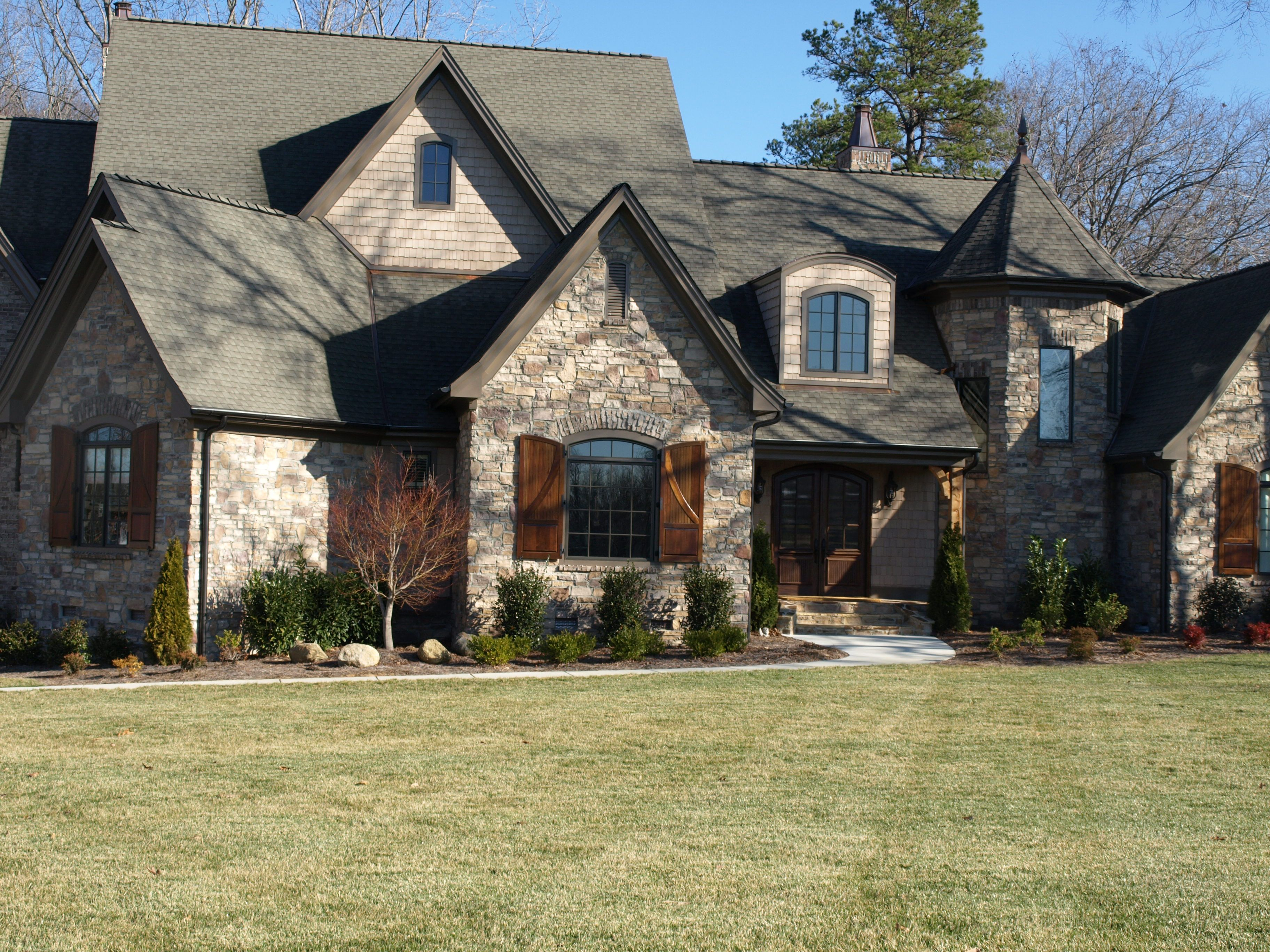 Stone Veneer Siding With Images Exterior House Color Stone Siding Exterior Stone Panels Exterior