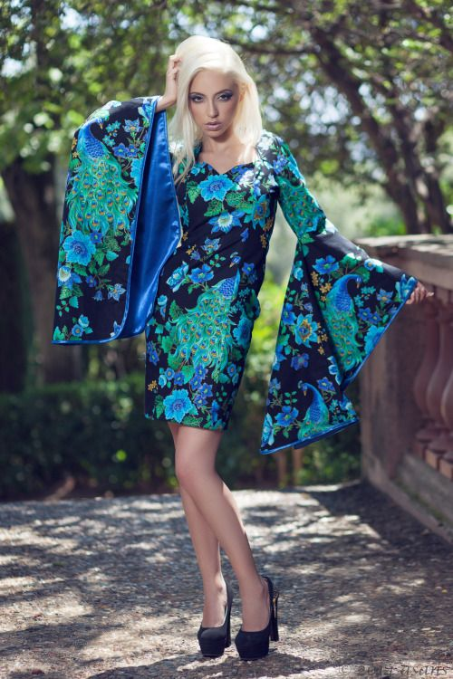 Avaliable in etsy store : https://www.etsy.com/es/listing/205198081/vestido-inspiracion-oriental-con-mangas Photography: Antoni Sans  Model: Chyling KW Make-up: Laura Gallardo