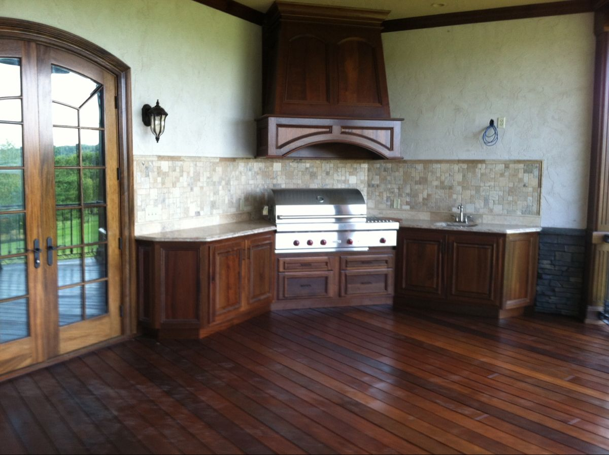 Outdoor kitchen in sapele
