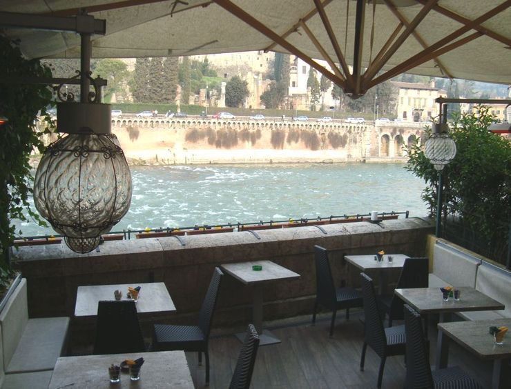 Terrazza bar al ponte verona nothing tops a good meal off like a beautiful setting terrazza bar al ponte is situated along the adige river with a