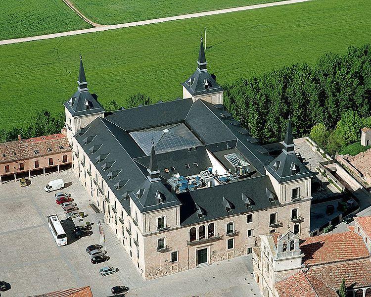 1601-17.Palacio Ducal de Lerma (Burgos).Francisco de Rojas y Sandoval,I Duque de Lerma (y corrupto ),contrata a Francisco de Mora la construcción de su palacio y la planificación urbanística de la población de Lerma (Burgos).Comienza el edificio en 1601 y es terminado por Juan Gómez de Mora y Diego de Sisniega en 1617.