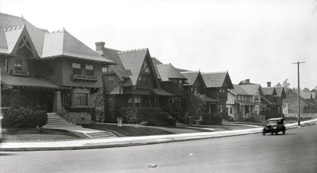 Houses along Wilshire Boulevard, Los Angeles, 1927